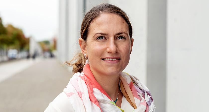 Dr. Julia Metz